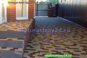 Пример укладки тротуарной плитки Брук Одинарный или Римский Брук на даче в селеКривандино