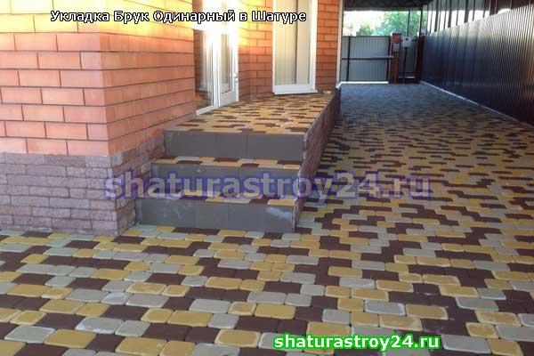 Пример укладки тротуарной плитки Брук Одинарный или Римский Брук на даче