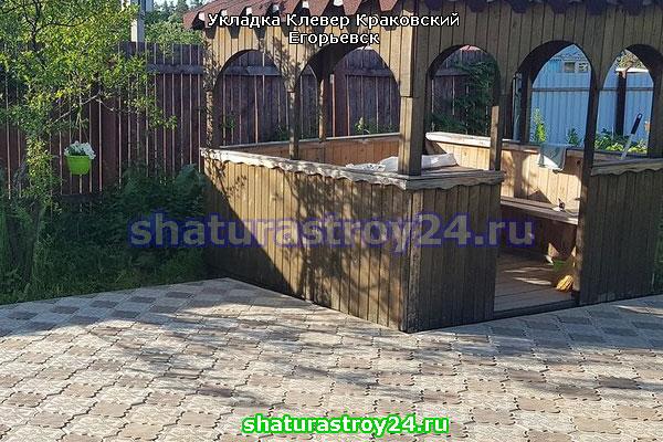 Укладка Клевер Краковский в деревнеГолубевая