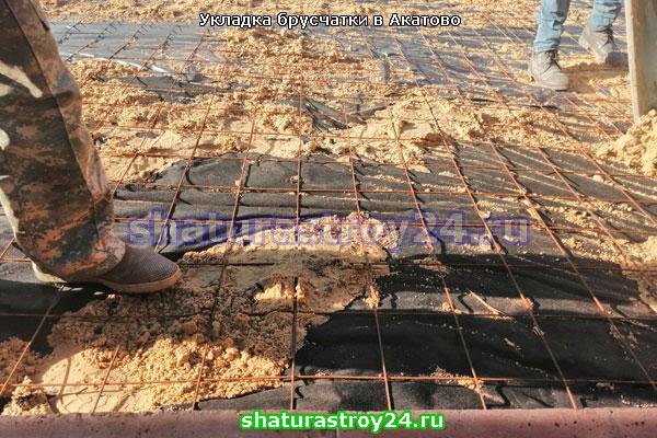 Мощение брусчаткой под ключ на даче в деревне Акатово (Егорьевский городской округ)